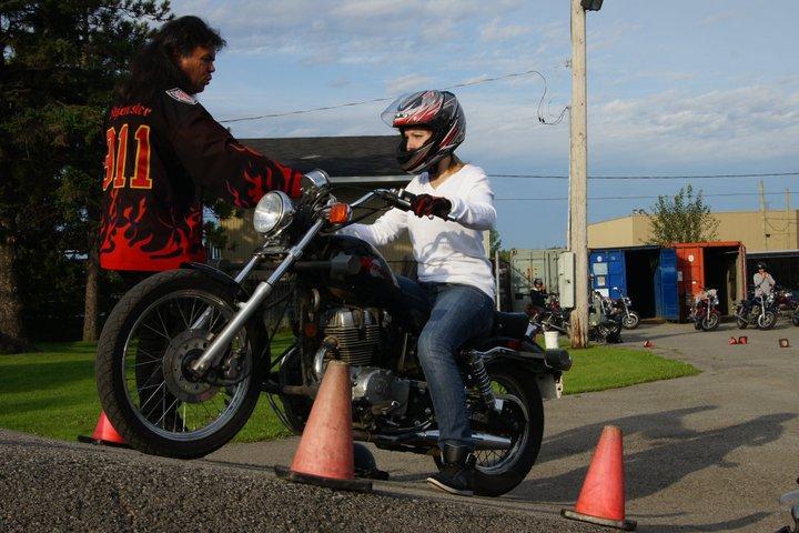 Cours de moto pratique à Laval, Montréal et la Rive-Nord - École de Conduite Moto Jean-Pierre Chenu à Laval