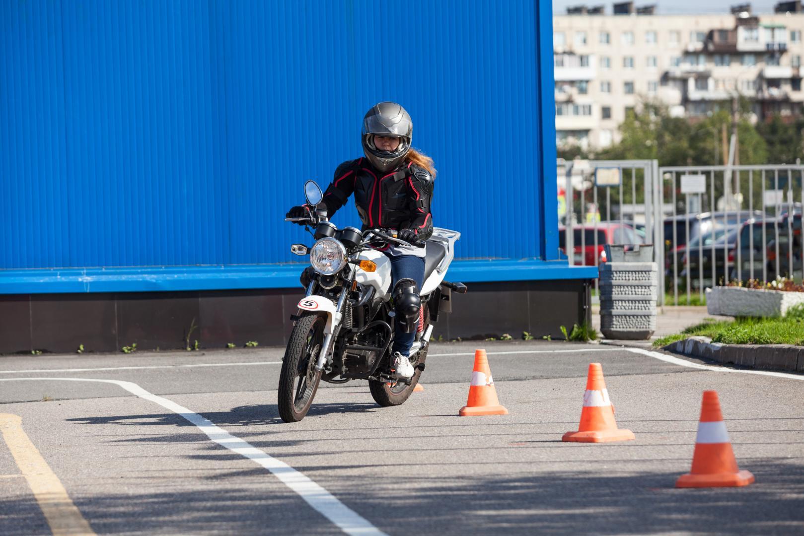 Cours de moto pratique à Montréal, Laval et sur la Rive-Nord - Ecole de Conduite Jean-Pierre-Chenu à Laval