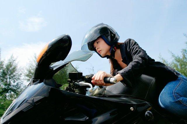 Cours de moto privé à Laval, Montréal et sur la Rive-Nord - Ecole de Conduite Jean-Pierre-Chenu à Laval