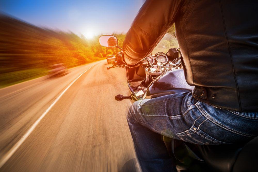 Moto sur la route zones desservies - École de Conduite Moto Jean-Pierre Chenu à Laval
